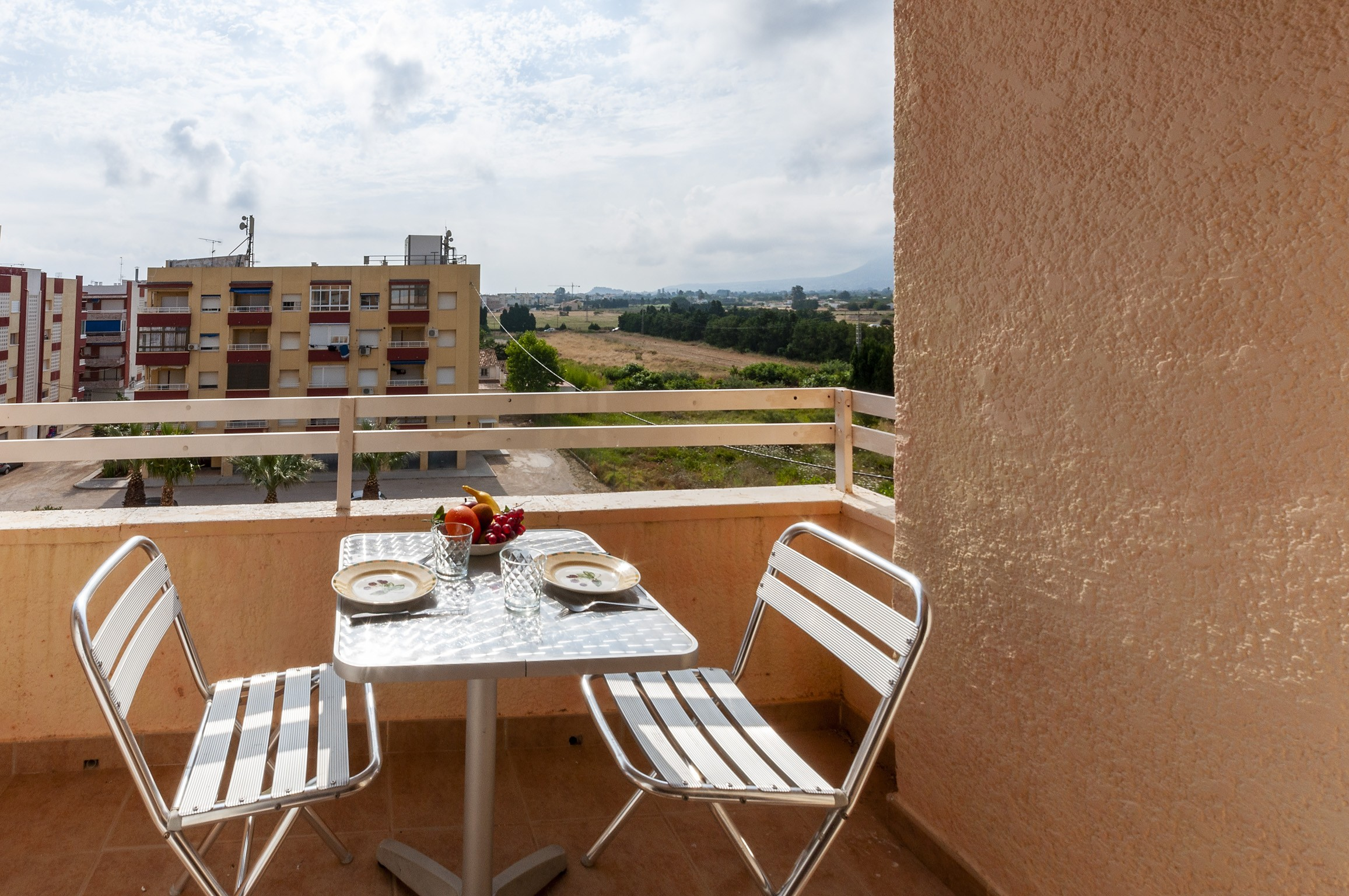 Casa vacacional limon para 2 hu spedes en denia alacant for Alojamiento estancia 30m2